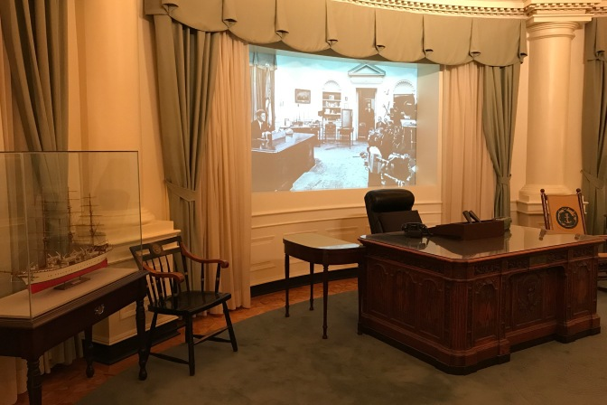 Reproduction of the White House Oval Office.