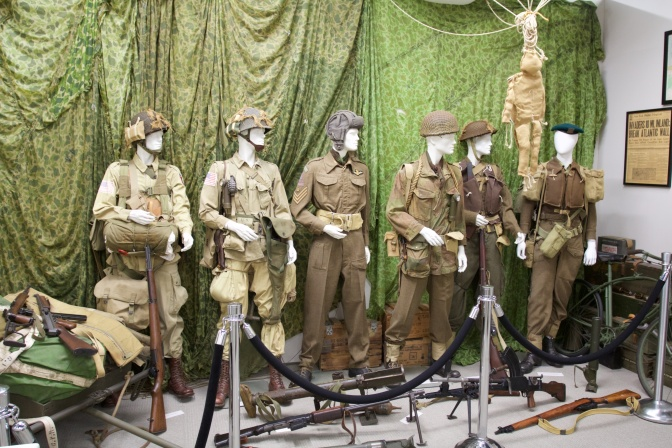 Allied soldiers uniforms, displayed on mannequins.