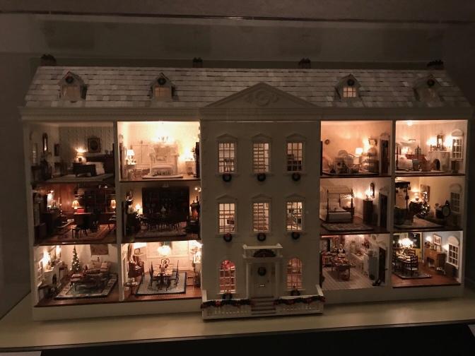 Dollhouse of the original du Pont mansion.