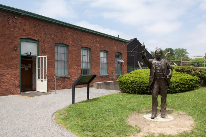 Statue of Thomas Edison.