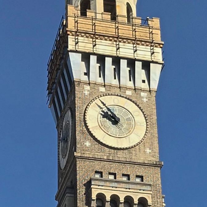 Clock face that says BROMO SELTZER, with the hands of the clock pointing at the 11:00 position.