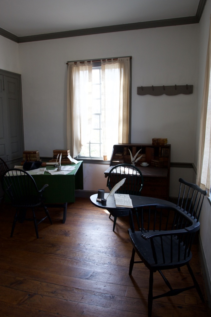 Washington's office, with three desks, three chairs, and two dins.