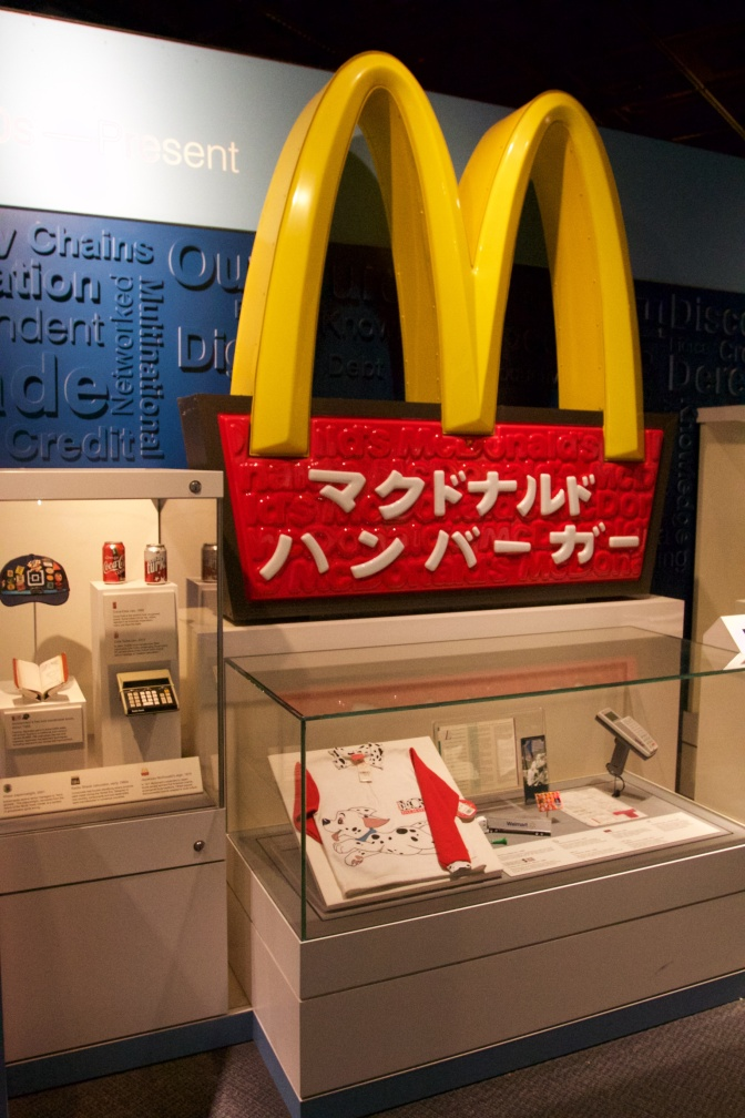 McDonalds sign, with Japanese lettering.