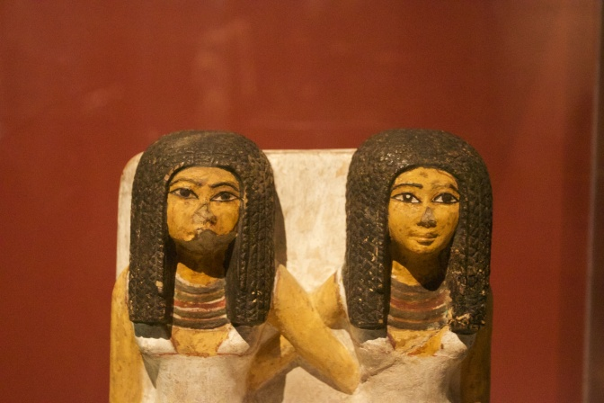 Statue of two Egyptian women.