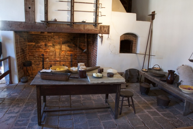 Kitchen of Washington's house, with oven and large hearth.