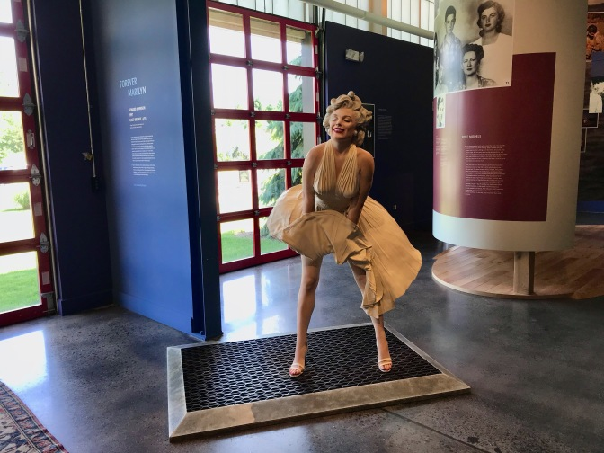 Statue of Marilyn Monroe, holding her skirt down over a subway vent.