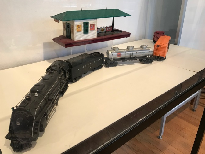 Lionel train set with station.