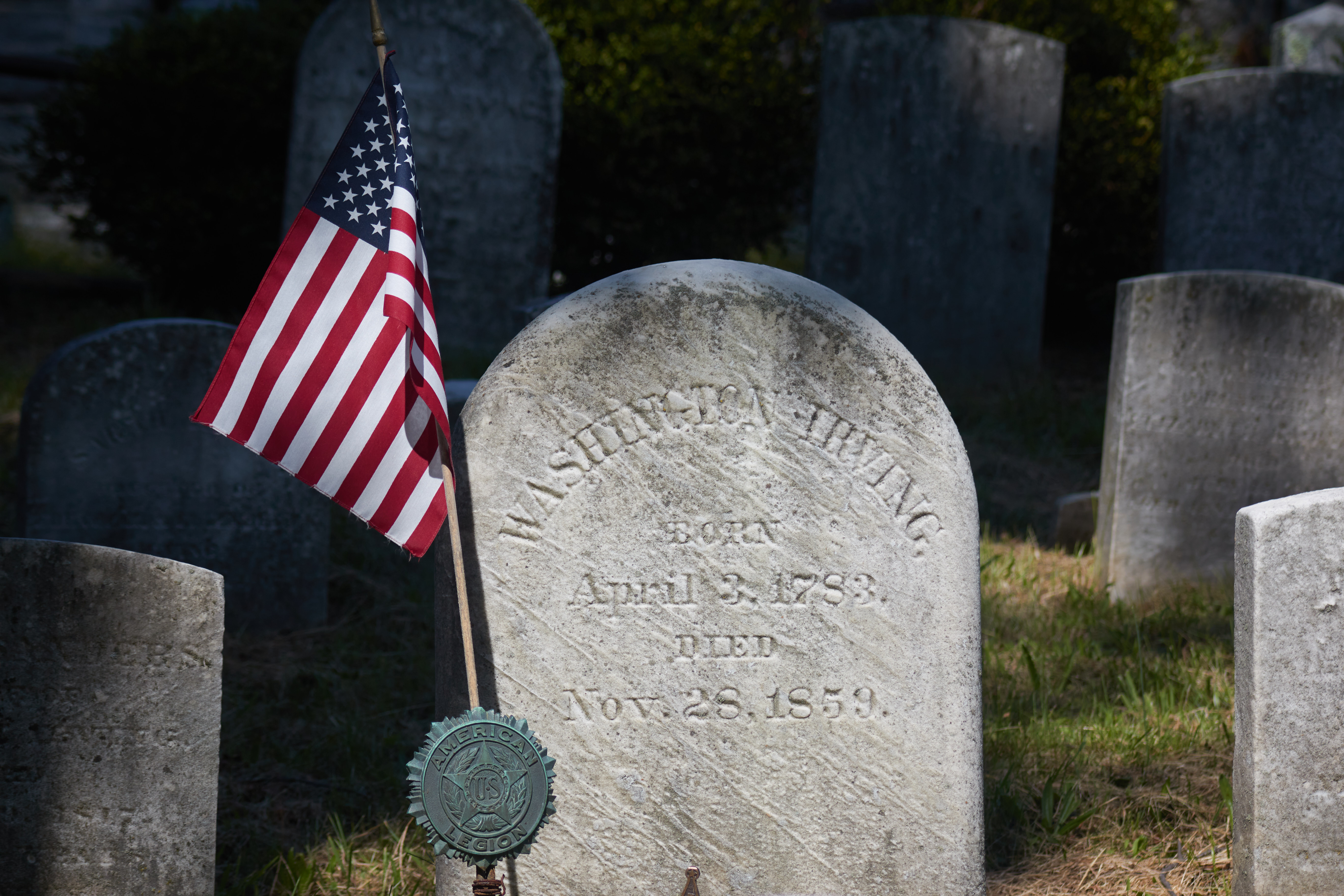 Tombstone that reads WASHINGTON IRVING BORN APRIL 3 1783 DIED NOV 28 1859.