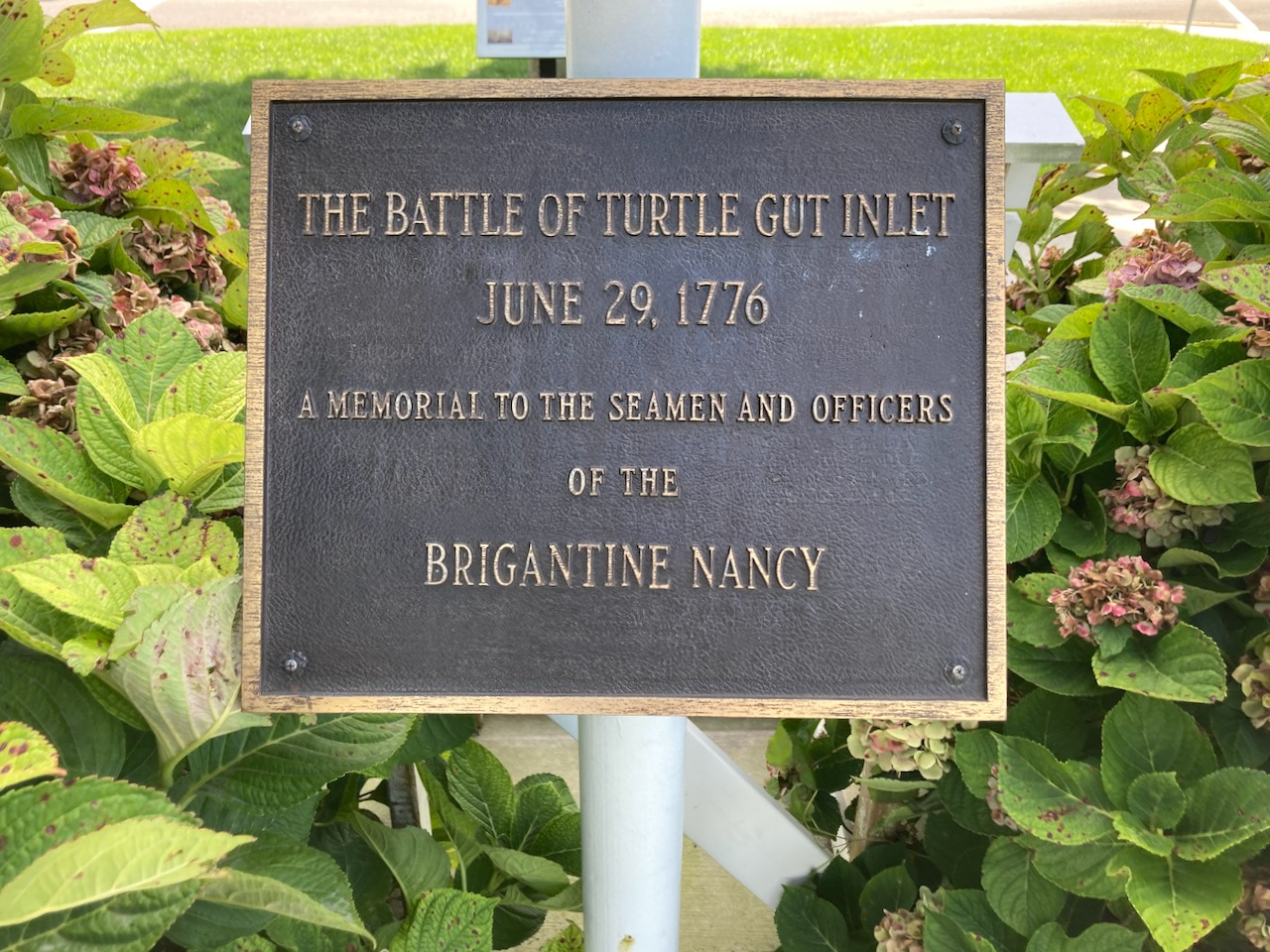 Marker that says THE BATTLE OF TURTLE GUT INLET JUNE 29 1776 A MEMORIAL TO THE SEAMEN AND OFFICERS OF THE BRIGANTINE NANCY.