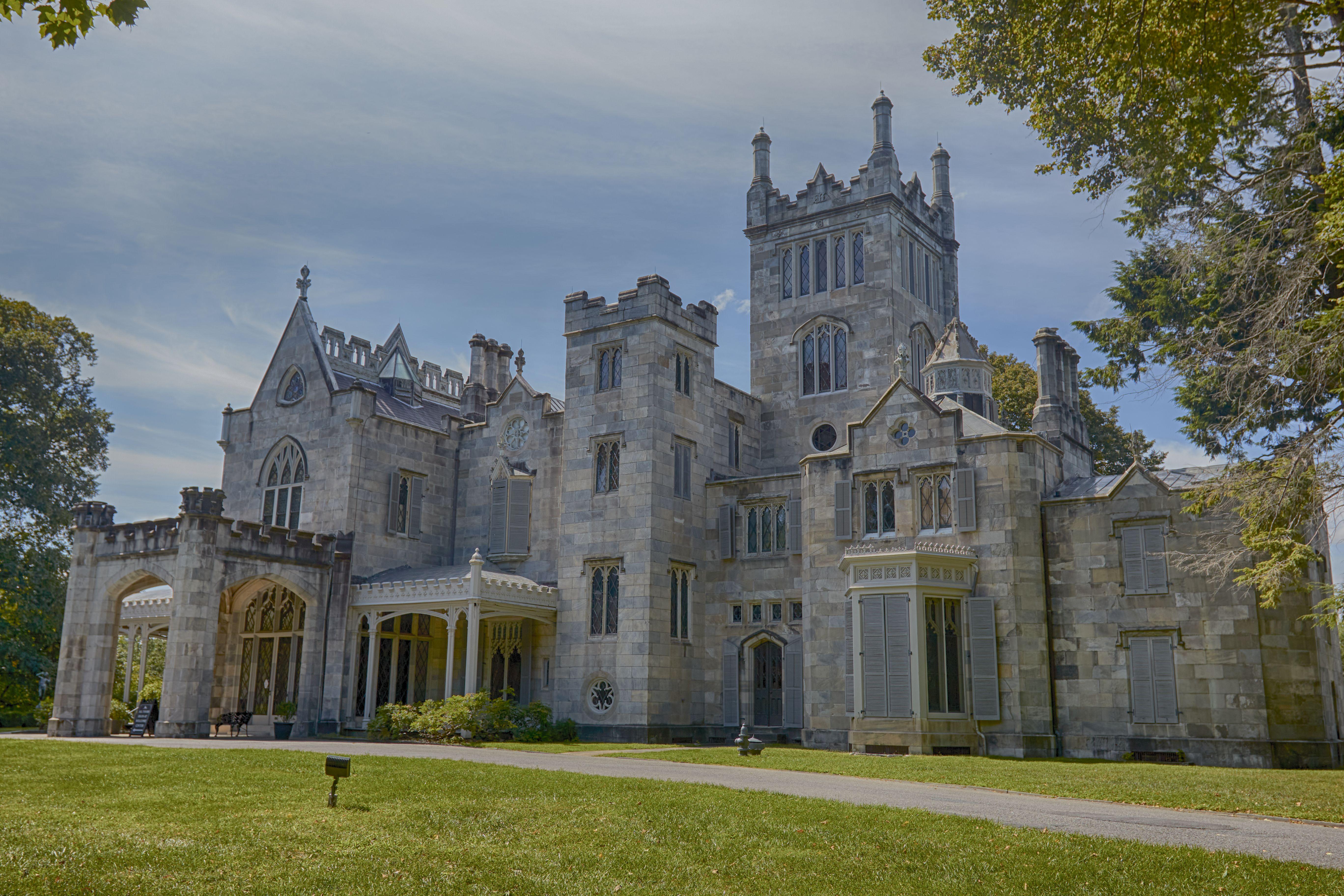 Exterior of Lyndhurst mansion.