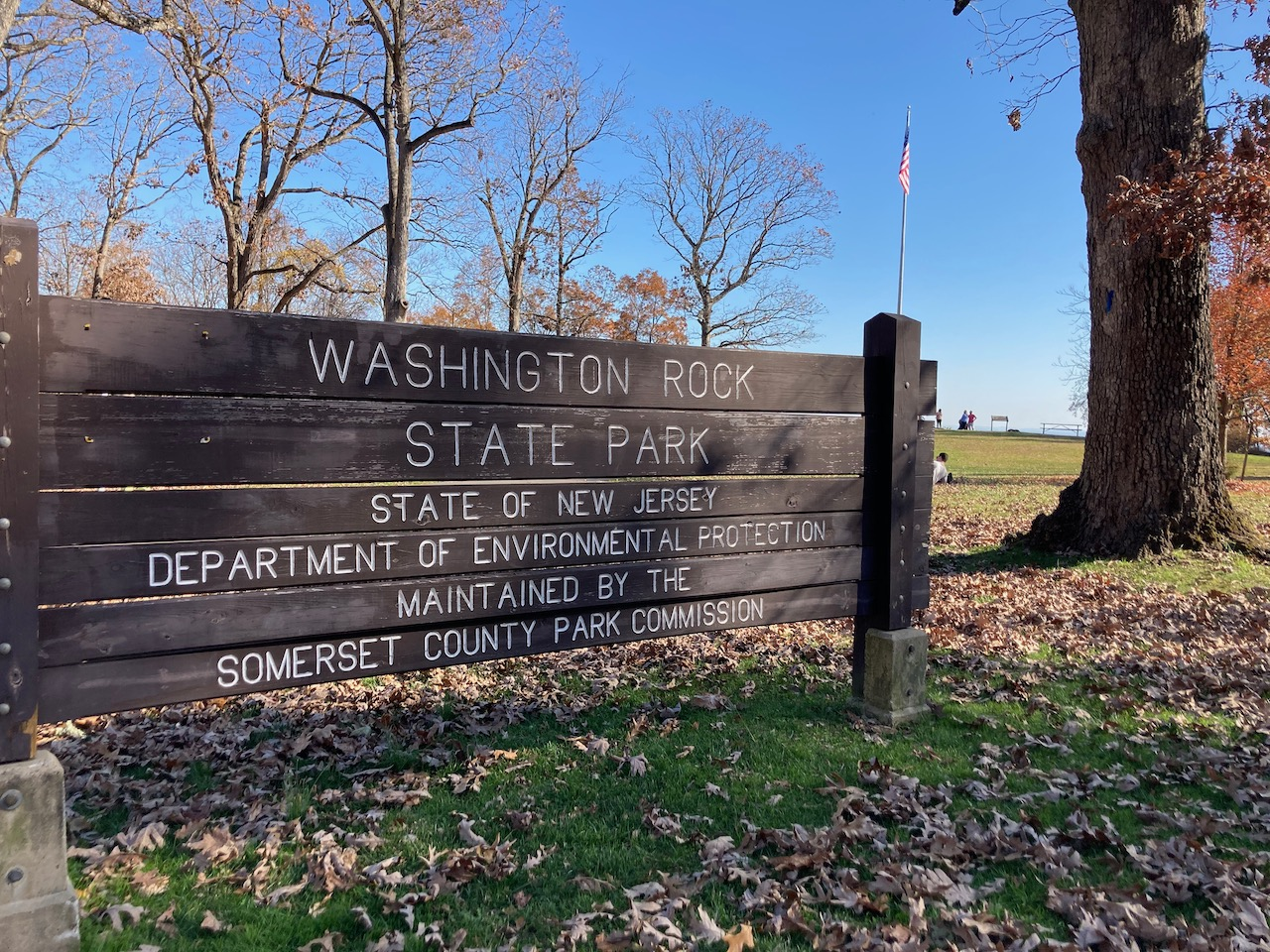 Entrance sign to Washington Rock State Park