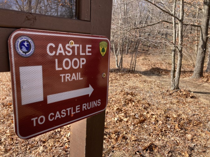 Sign that reads CASTLE LOOP TRAIL TO CASTLE RUINS