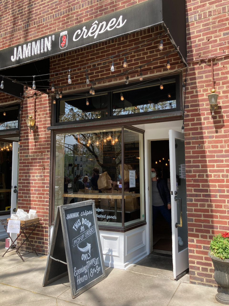 Exterior of Jammin Crepes in Princeton.