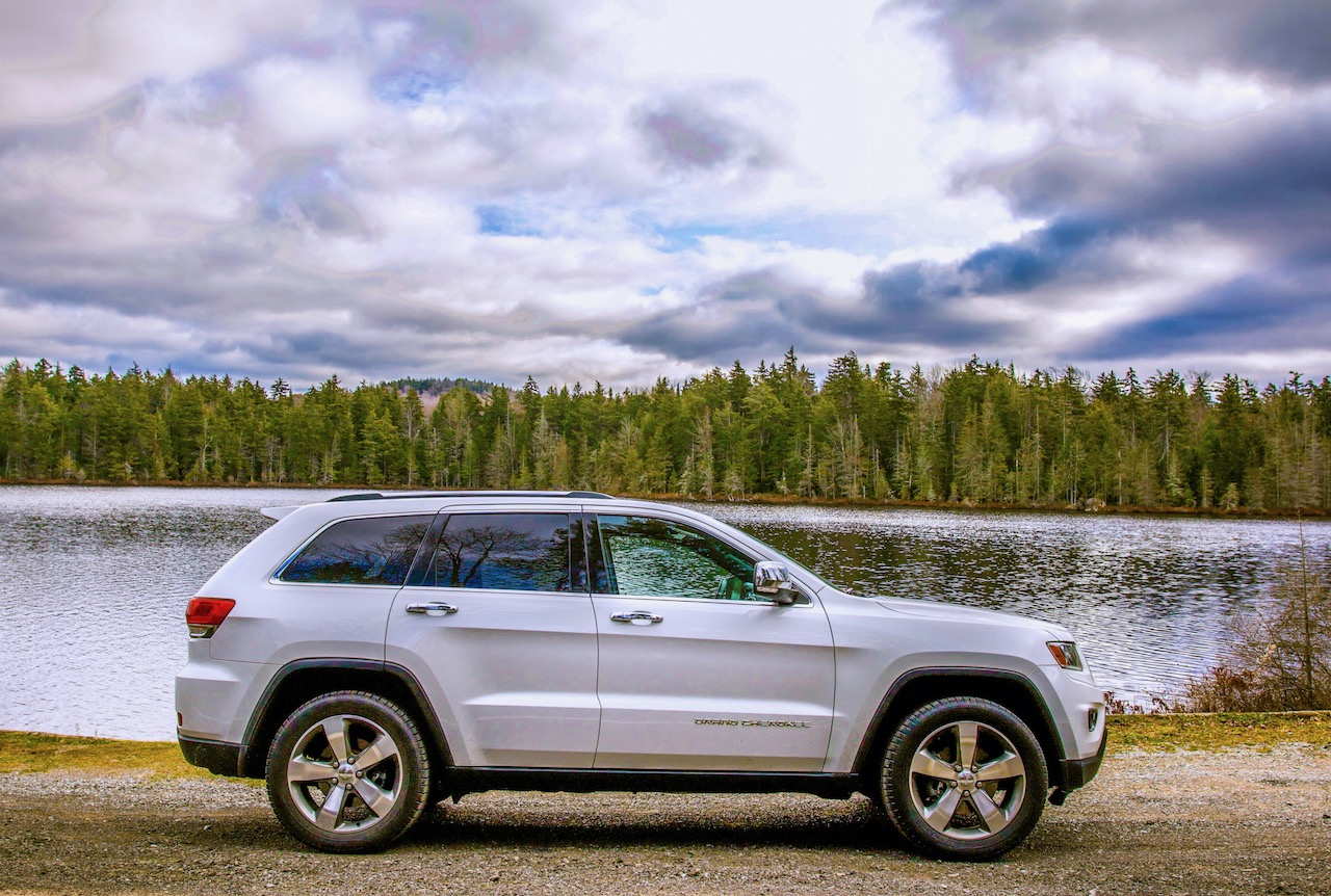 2014 Jeep Grand Cherokee, parked by lake.