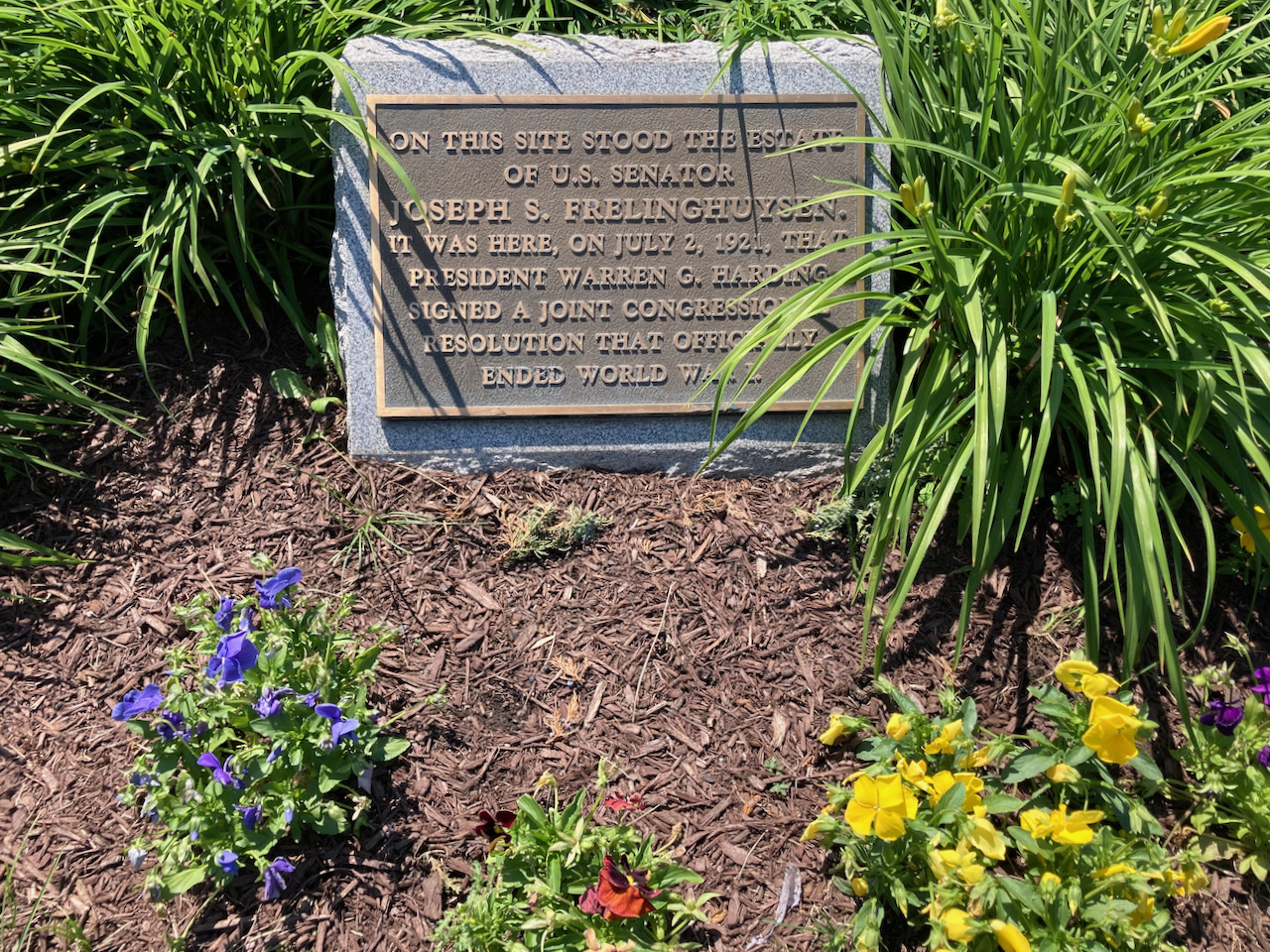 Plaque that reads ON THIS SITE STOOD THE ESTATE OF US SENATOR JOSEPH S. FRELINGHUYSEN. IT WAS HERE, ON JULY 2, 1921, THAT PRESIDENT WARREN G. HARDING SIGNED A JOINT CONGRESSIONAL RESOLUTION THAT OFFICIALLY ENDED WORLD WAR I.