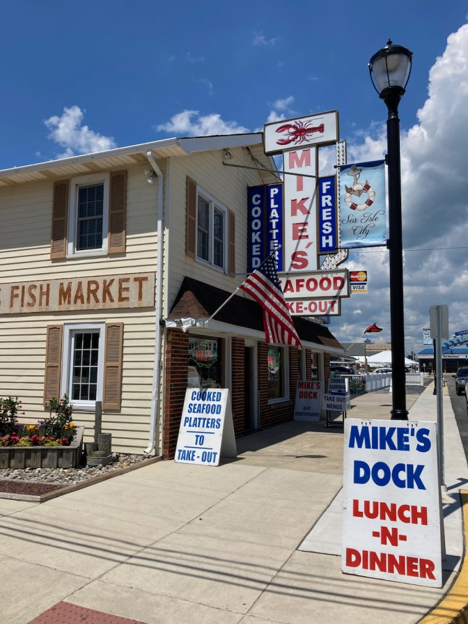 Exterior of Mike's Seafood.