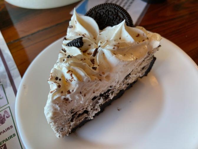 Oreo cream cake on a plate.