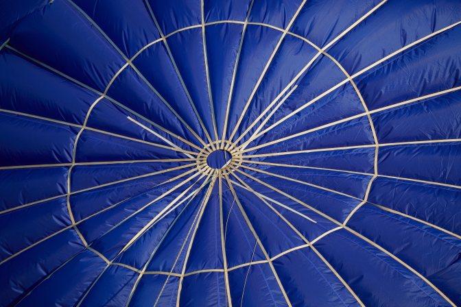 Closeup of top of balloon.