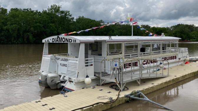 Pontoon passenger boat LIL DIAMOND II.
