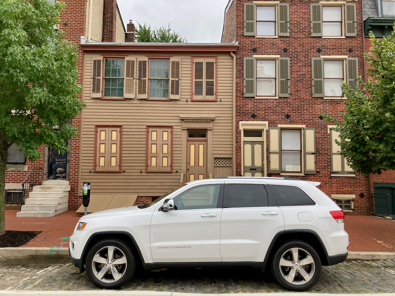 2014 Jeep Grand Cherokee parked in front of the Walt Whitman House.