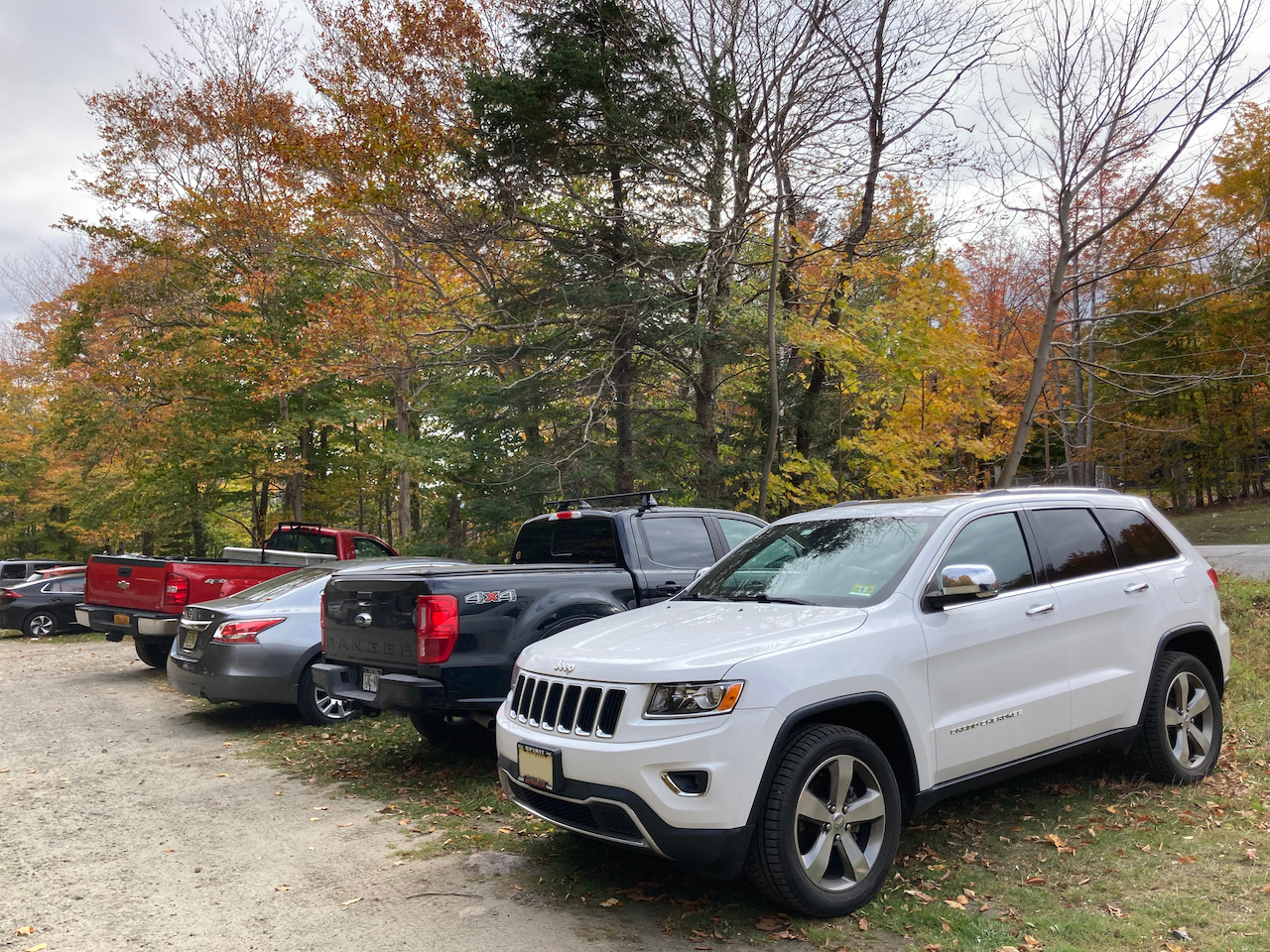 2014 Jeep Grand Cherokee in parking lot for Blue Mountain.